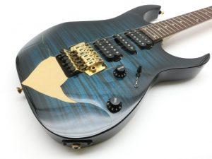 埼玉県より、塗装の剥がれたジャンクギターを買取させて頂きました。