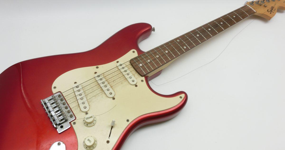 Fender スクワイヤーのストラトギターを買い取りさせて頂きました。