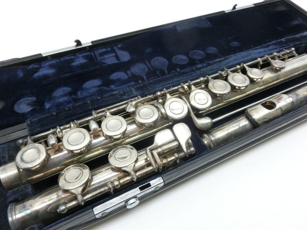 愛知県よりヤマハYFL-31初代頭部管銀製モデルのフルートを買取させて頂きました