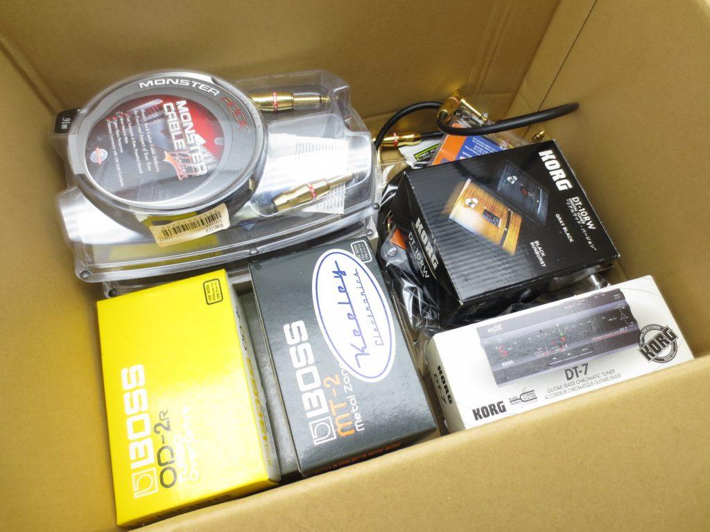 東京都より、BOSSのエフェクターやパッチケーブル等を買取頂きました!