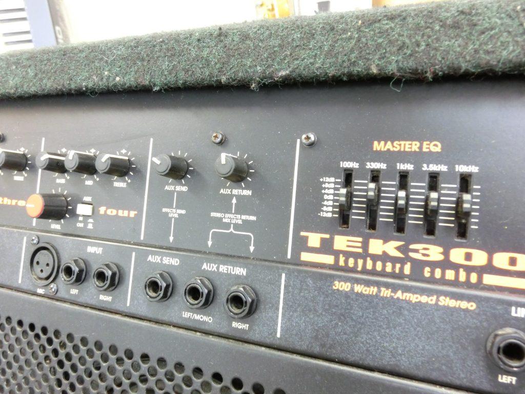 TRACE ELLIOT(トレースエリオット) のキーボードアンプ TEK300前面パネル