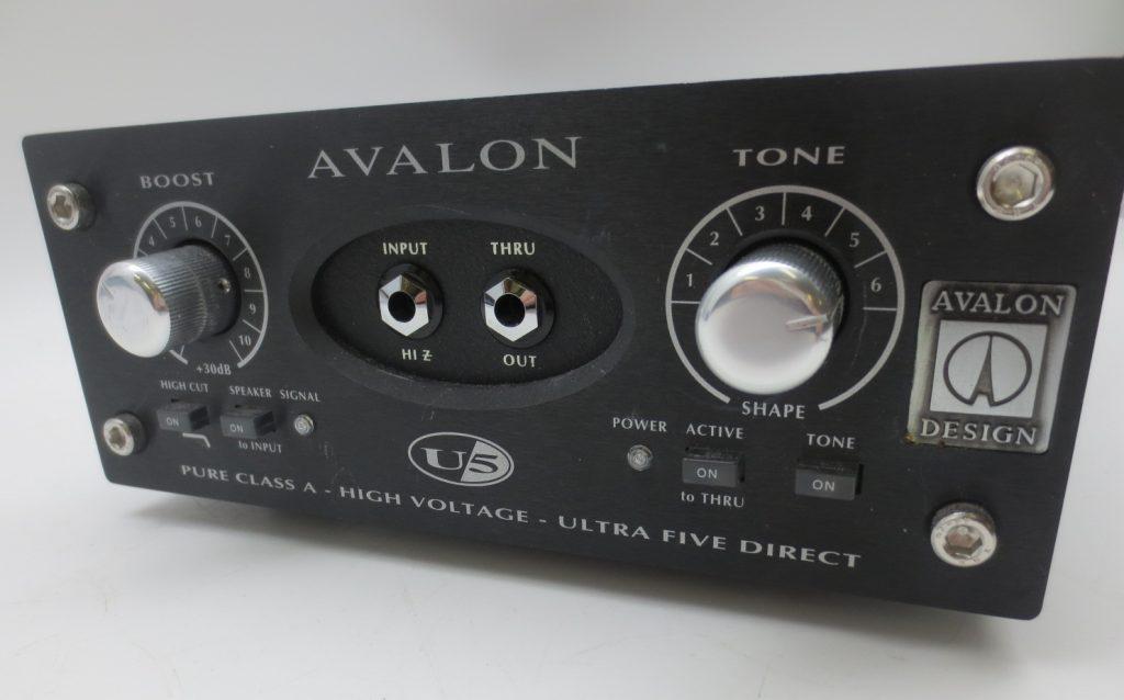 DI/プリアンプ AVALON U5フロントパネル
