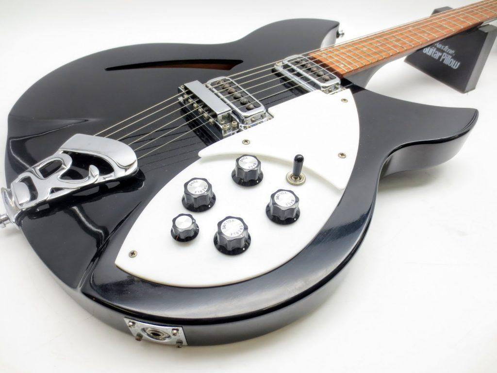 リッケンバッカーUSAのエレキギター Model 330を買取させて頂きました。
