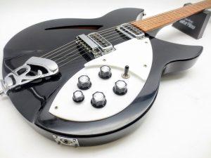 【動画あり】リッケンバッカーUSAのエレキギター Model 330を買取頂きました!
