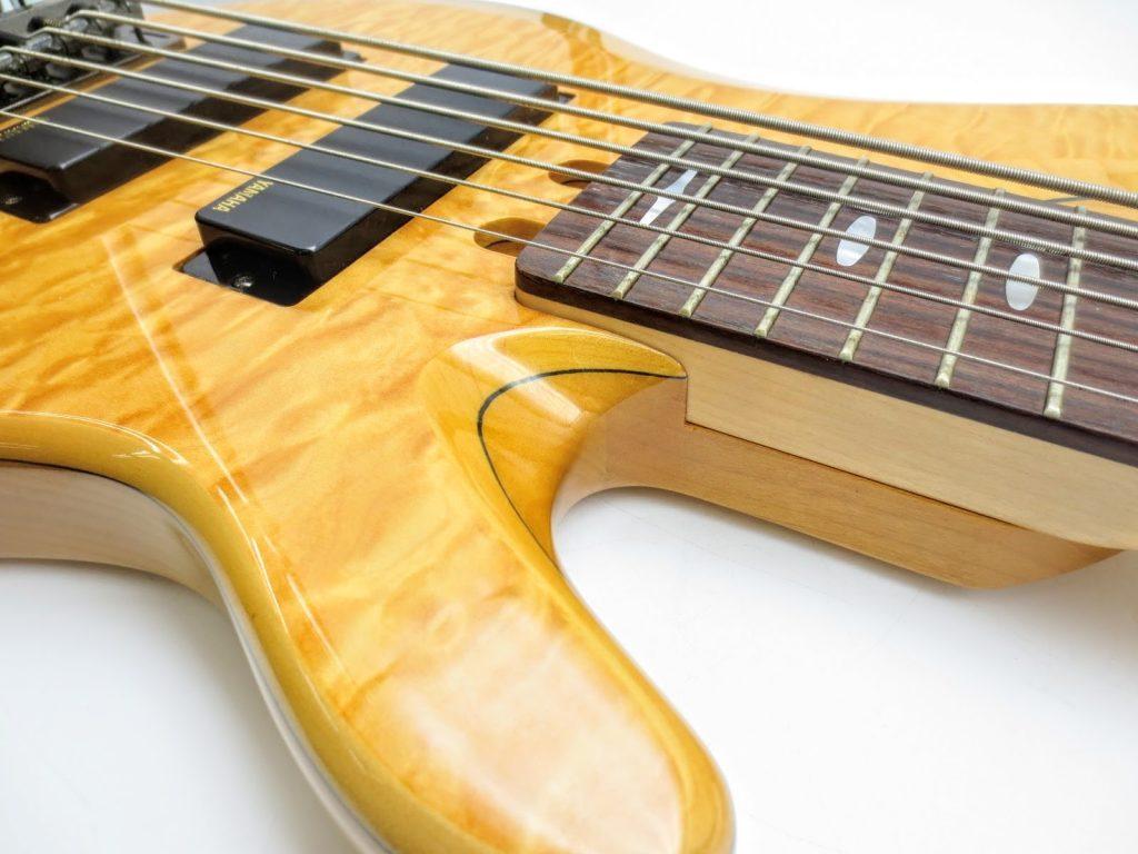 ヤマハ TRB1006 6弦エレキベースのボディ2