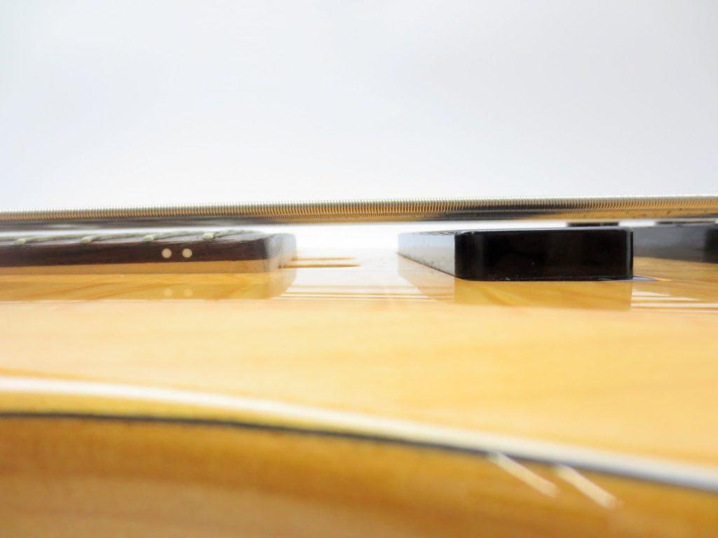 ヤマハ TRB1006 6弦エレキベースのボディ・ピックアップから弦までの距離