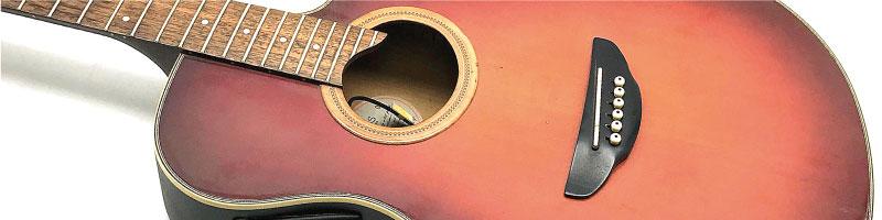 ジャンクや汚れた状態のアコースティック・ギター
