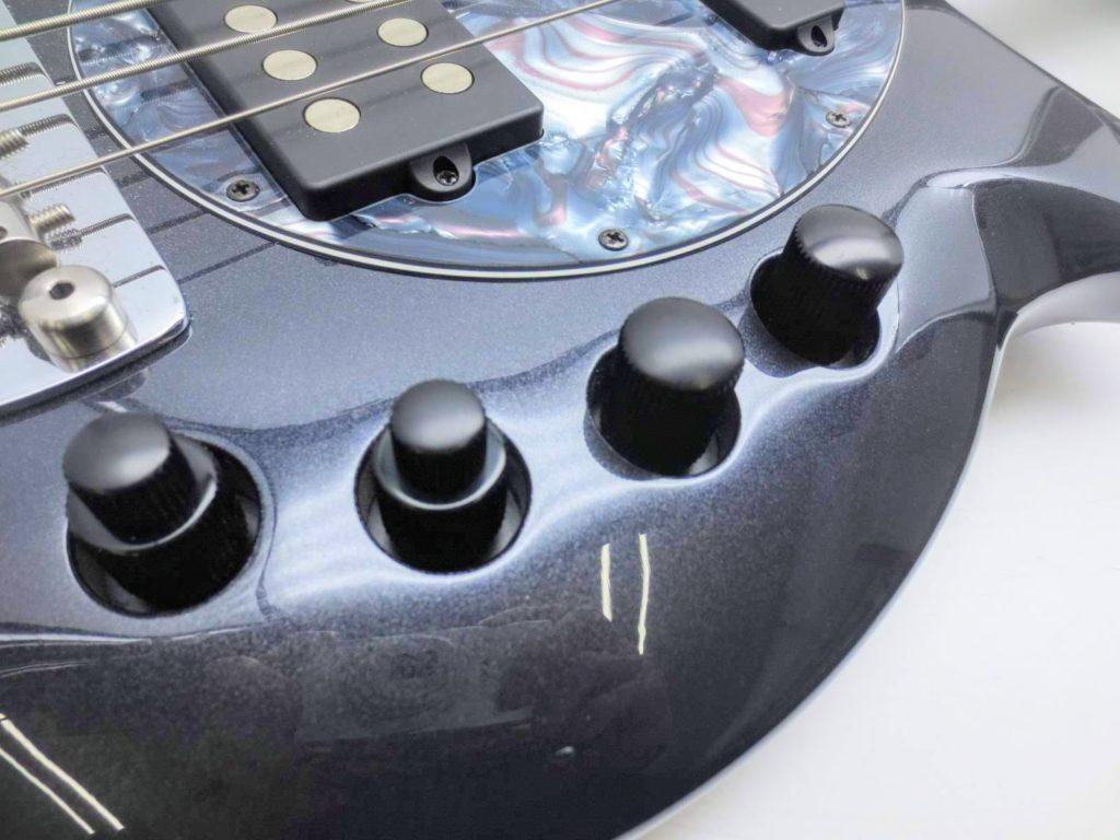 MUSICMAN 5弦ベース BONGO-5 SAB HS MTのコントロールノブ