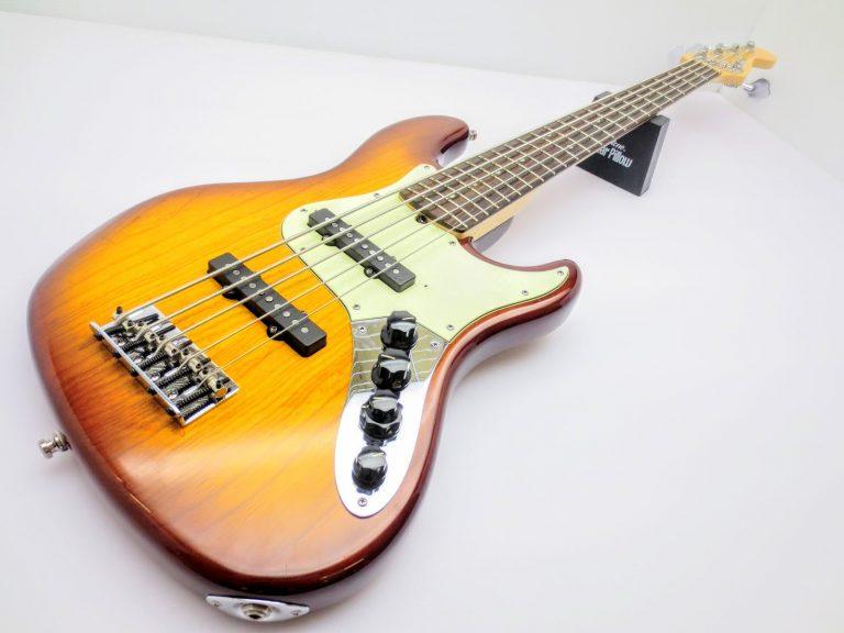 店頭にて、Fender USA American Deluxe  5弦ジャズベースを買取頂きました!