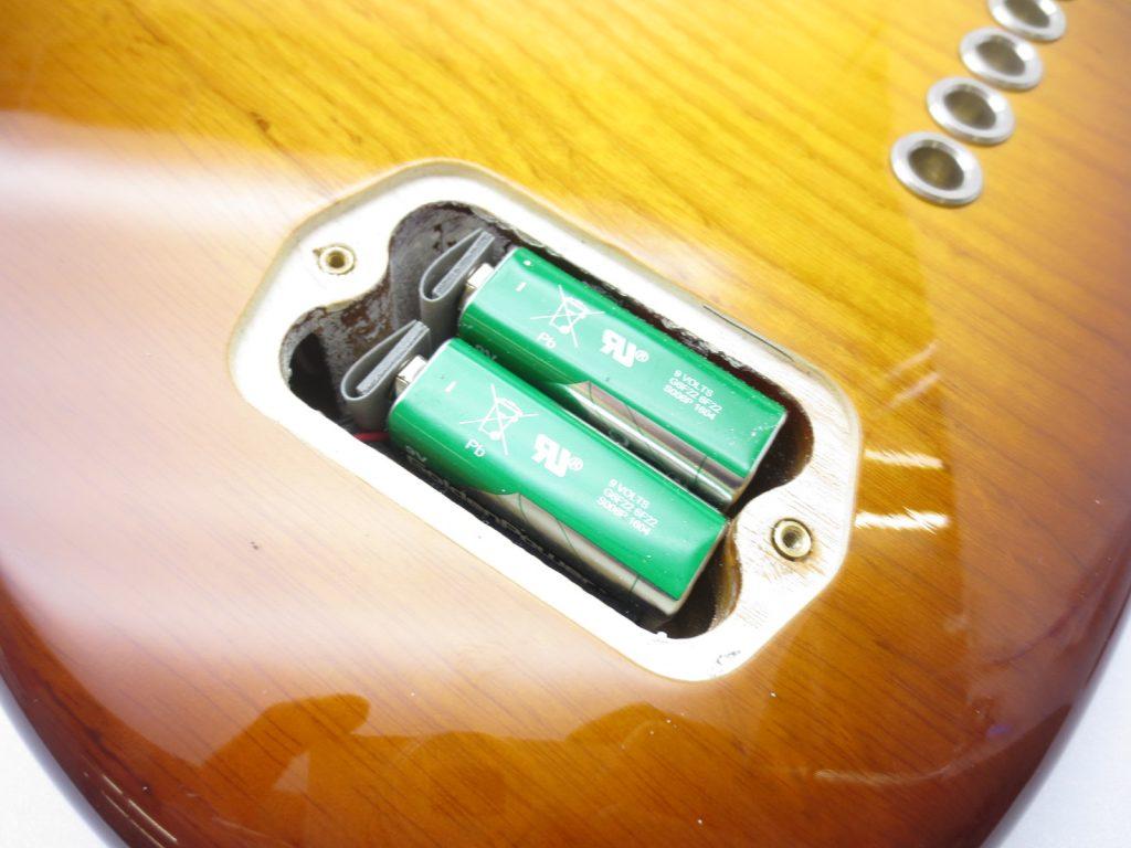 Fender USA American Deluxe Jazz Bass Ⅴ SCN 3 Tone Sunburstの電池ボックス