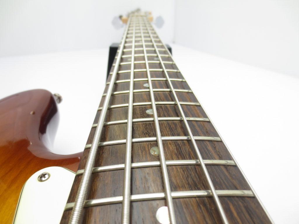 Fender USA American Deluxe Jazz Bass Ⅴ SCN 3 Tone Sunburstの指板