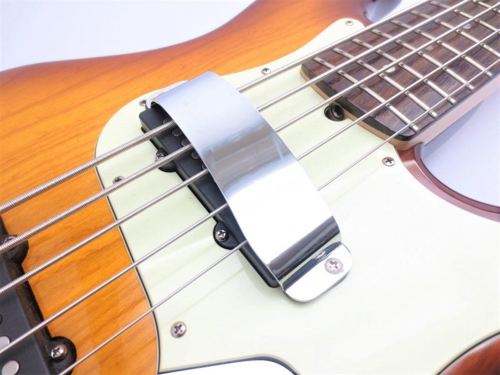 Fender USA American Deluxe 5弦ジャズベース ピックアップフェンス