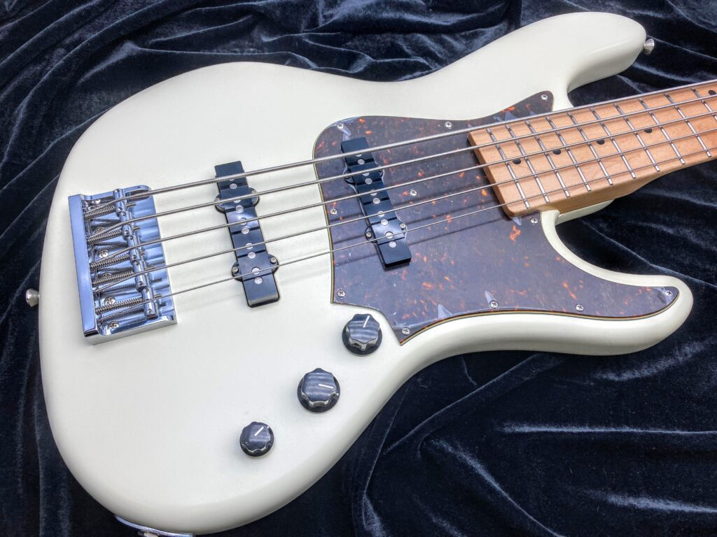 Freedom Custom Guitar Research Anthra 5th alder ボディ