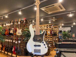 石川県より、Freedom Custom Guitar Research Anthra 5弦ベースを買取させていただきました!